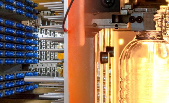 Fabbrica per la produzione di preforme e bottiglie in plastica e PET - produttore di preforme per bottiglie e flaconi in plastica e PET - azienda produttrice di preforme e bottiglie